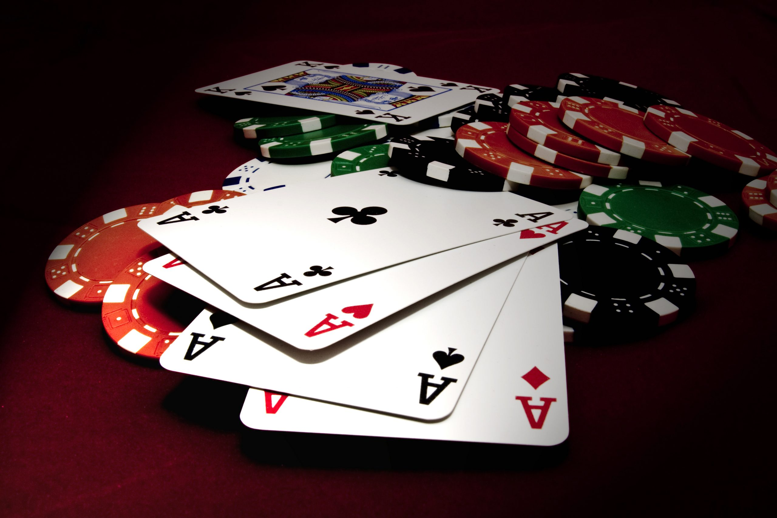 The Pros And Cons Of Playing On Facebook Poker